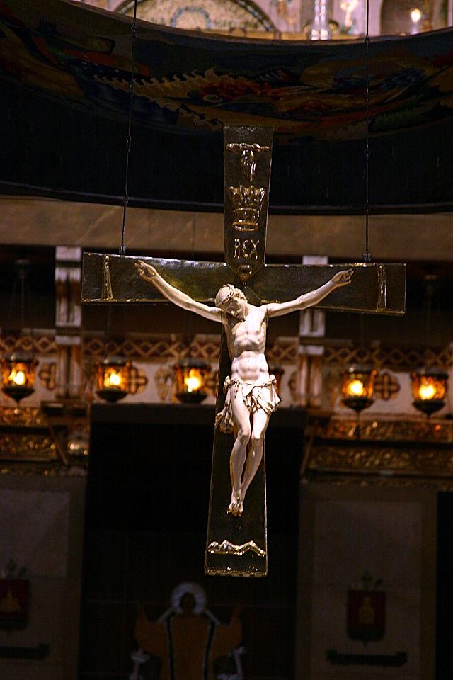 Crucifix_-_Basílica_de_Montserrat_-_Montserrat_2014